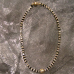 Art.-Nr. 332 Onyx-Bergkristallquadrate 4x4mm, vergoldete Kupferteile, Acrylmagnetverschluss, 59,00€