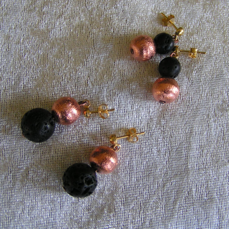 Art.-Nr. OH4+5, Lavakugeln Ø 10/8mm, rosé vergoldete Kupferkugeln Ø 10mm, 925 Sterlingsilber vergoldete Stecker, 10,00€