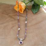 Der neueste Trend: Einen Silberanhänger mit Edelstein in eine dazu passende feine Edelsteinkette einzuhängen. Schauen Sie selbst!