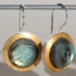 Art.-Nr. Ca-ES1360N Silberohrhänger vergoldet | Flat rund mit Labradorit Ø15 mm, 69,00€ REDUZIERT!