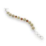 Art.-Nr. DUR-A1360 Armband mit runden Strandsand- und Bernsteinelementen gefasst in 925er Sterling-Silber, ca. 20 cm lang, längenverstellbar, 189,00€