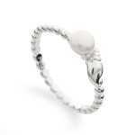Art.-Nr. DUR-R4495 Ring mit einer weißen Süßwasserzuchtperle und einer Muschel aus 925er Sterling-Silber, Höhe: 0,5cm, Breite: 1,2cm, 24,90€