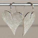 Art.-Nr. Ca-E1279P Silberohrhänger | sharp heart, 20x18mm, 64,50€