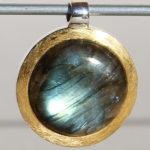 Art.-Nr. Ca-AS1360N Silberanhänger vergoldet rund | Flat mit Labradorit Ø20mm, 105,00€