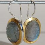 Art.-Nr. Ca-ES1361N Silberohrhänger vergoldet oval | Flat mit Labradorit 15x12 mm, 119,00€