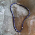 Art.-Nr. 716 Lapis Lazuli Linsen Ø 3-4mm, Hohlringe, Knebelverschluss aus 925 Sterling Silber, 69,00€