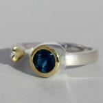 Art.-Nr. Ca- RS1377TL Silberring teilvergoldet | Open Heart, 6 mm fac. blauer Topas London, 84,90€