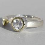 Art.-Nr. Ca- RS1377B Silberring teilvergoldet | Open Heart, 6 mm fac. Bergkristall, 75,00€