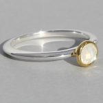 Art.-Nr. Ca- RS1382M Silberring teilvergoldet | fine flat, 5 mm fac. Mondstein, 53,90€