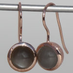 Art.-Nr. Ca-. ES1385MG Silberohrhänger rosé vergoldet | Cup, 8 mm cab. Mondstein grau, 114,90€