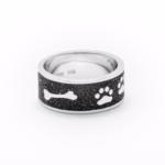 """Art.-Nr. DUR-R4683 Bandring """"Lucky Dog"""" mit Hundepfoten, Napf und Knochen eingearbeitet in Lavasand und gefasst in poliertem und rhodiniertem 925er Sterling-Silber, bis Gr. 68 erhältlich, ab 98,00€"""