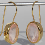 Art.-Nr. Ca- ES1201Q Silberohrhänger vergoldet mit Rosenquarz, ca. 14x10 mm fac. Rosenquarz, 125,00€