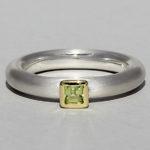 Art.-Nr. Ca-RS1601P Silberring teilvergoldet mit Peridot | Strack smal, 3x3mm fac, 67250€