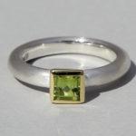 Art.-Nr. Ca- RS1600P Silberring teilvergoldet mit Peridot | Strack big, 5x5mm fac., 79,00€