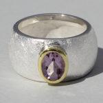 Art.-Nr. Ca- RS1626Z Silberring teilvergoldet mit Amethyst | Golan oval, Ø8x6 mm fac., 139,00€