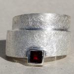 Art.-Nr. Ca-RS1537D Silberring 16 mm mit Granat 5x5mm | Wickel, auch in Gr. 62 reduziert! 47,50€