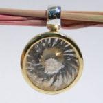 Art.-Nr. Ca- AS1302B Silberanhänger vergoldet mit 14 mm Swirlschliff fac. Bergkritstall, 149,00€