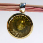 Art.-Nr. Ca- AS1302L Silberanhänger vergoldet mit fac. Lemonquarz, Swirlschliff, 14 mm, 198,00€